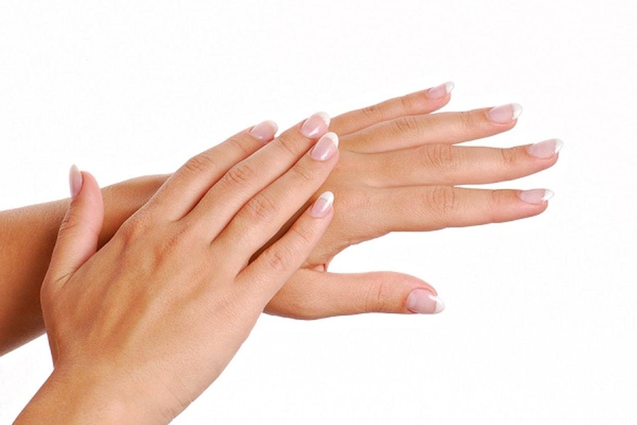 أسباب جفاف اليدين وكيفية تفاديها